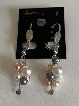 Ohrringe auf Schmuckdraht mit Süßwasserperlen in weiß apricot und grau