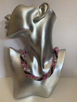 Gefädelte Halskette mit Glasröhrchen in pink schwarz und silber