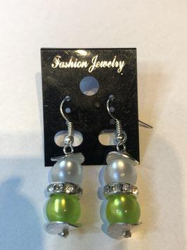 Ohrringe aus glänzenden Polarisperlen 8 mm in weiß und hellgrün mit Straßzwischenteil