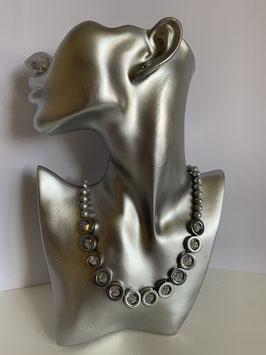Silberfarbige Elemente aus Hämatit mit kristallfarbigen Bicones und Glaswachsperlen in silbergrau