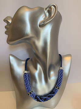 Gefädelte Halskette mit Duettperlen in Röhrenform in Blautönen