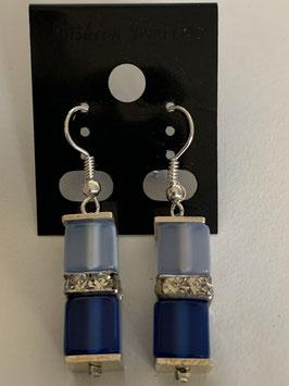 Ohrringe Polariswürfel glänzend 6 mm in hell- und dunkelblau mit Straßzwischenteil