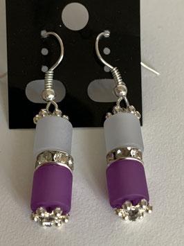 Ohrringe aus matten Polarisröhren 6mm in weiß und lila mit Straßzwischenteil