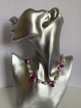 Weiße Süßwasserperlen mit in pink gefärbten Biwa-Perlen