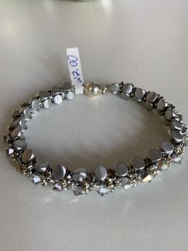 Gefädeltes Armband in silbergrau mit Perlen par Puca und Swarovskisteinen