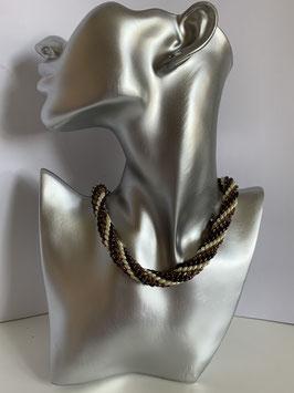Gefädelte Halskette mit Duettperlen in Brauntönen