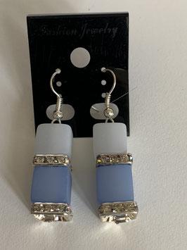 Ohrringe Polariswürfel 10 mm in weiß und hellblau mit Straßzwischenteil
