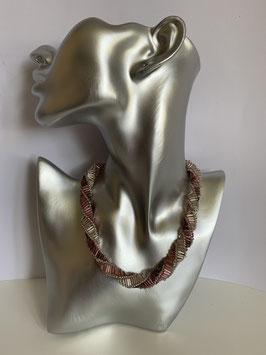 Gefädelte Halskette mit Glasröhrchen in rosa altrosa und silber