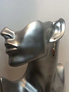 Goldfarbige Ohrringe mit buntem Anhänger Zuckerstange