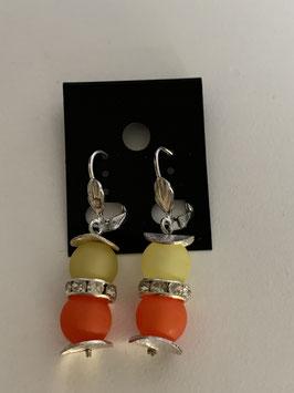 Ohrringe aus matten Polarisperlen 8 mm in gelb und orange mit Straßzwischenteil
