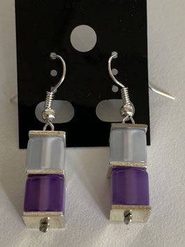 Ohrringe Polariswürfel glänzend 6 mm in weiß und lila