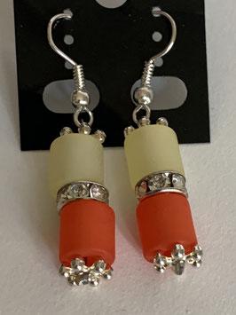 Ohrringe aus matten Polarisröhren 6 mm in gelb und orange mit Straßzwischenteil