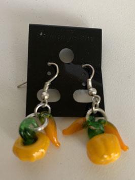 Ohrringe für den Herbst mit Anhängern Kürbis und Karotten aus Glas