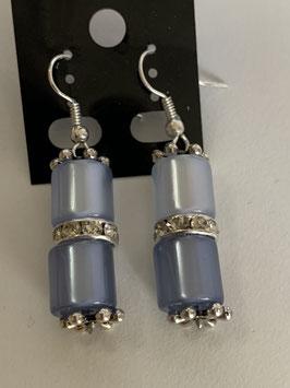 Ohrringe aus glänzenden Polarisröhren 8mm in hell- und mittelblau mit Straßzwischenteil