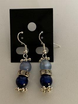 Ohrringe aus glänzenden Polarisperlen 6 mm in hell- und dunkelblau mit Straßzwischenteil
