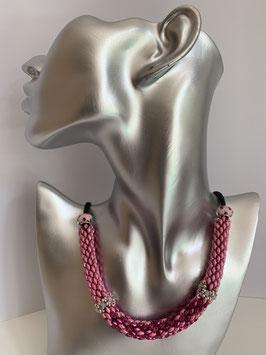 Gefädelte Halskette mit Duettperlen in Röhrenform in Rosatönen und schwarzer Textilschnur