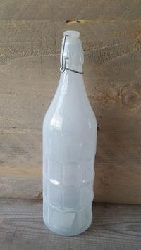 fles melk wit.