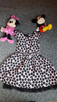 Kleid Gr. 116-122, rosarotes Kleid mit schwarzen Punkten, mit unterrock und Tüll rand.