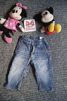 Jeans Gr. 80, verwaschene Jeans, Druckknopf und reissverschlus, Loch an der innen naht beim Knie.