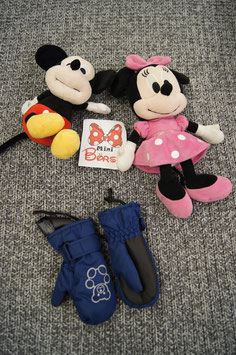 Handschuhe, dunkelblaue Handschuhe mit Bärchen drauf.