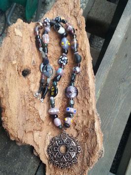 Lange Perlen Halskette Mysterious Witch