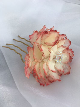 Haarnadel Pfingsrose, perlweiß mit roten Spitzen