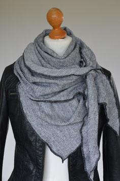 Dreieckstuch in schwarz/ weiß mit Öse aus Recycelter Baumwolle