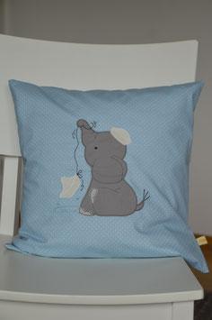 Kissenhülle, Süßer Elefant auf Hellblau/weiss gepunkteten Baumwollstoff
