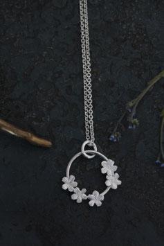 5 Vergissmeinnicht Blüten an einem Silberring mit Kette