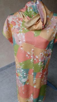 Tunique robe assortie d'écharpe en soie.