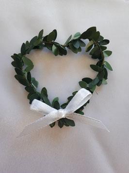 10x Herz aus künstlichem Buchsbaum mit weißer Schleife