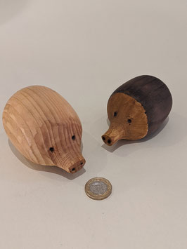 150. A lovely pair of hand-carved hedgehogs.