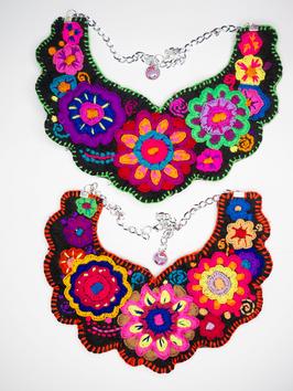 Flower power, bunte Halskette (3) aus Mexiko