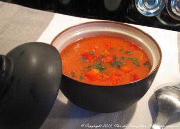 Gaspacho de tomates, pastèque et basilic