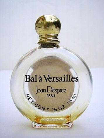 BAL A VERSAILLES - FLACON MONTRE 15 ML - VERSO DU FLACON CI-DESSUS MONTRANT LA SERIGRAPHIE NOIRE