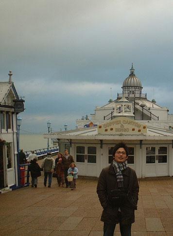 こちらはイギリス、イーストボーンの桟橋 遊園地みたいでした