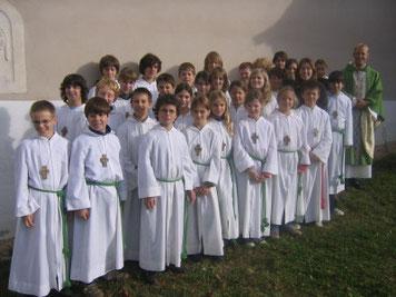 Wir Minis im November 2007 nach dem ersten Gottesdienst mit Pfarrer Bernd Hensinger