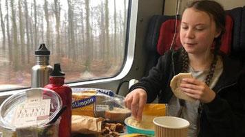 Greta Thunberg Ernährung Essen Plastik Plastikmülle Plastikverpackungen Zug reisen im Reisezug jouwatch