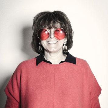 die Brille passt doch super zum roten Pulli , oder ?