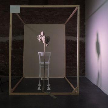 """Pénélope is talking II"", fil, bois, métal, 2020"