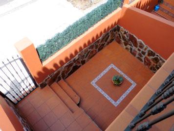 Blick auf den Eingang und Terrasse