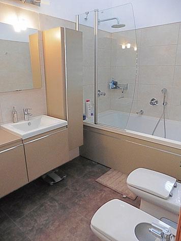 2. Badezimmer (en suite)