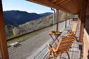 Balkon der Ferienwohnung, in den Vogesen, Elsass, Unterkunft, Gästezimmer, Urlaub in Frankreich ohne Funkstrahlung, funkfrei, funkarm, e-smogfrei, e-smogarm, Digitaldetox, Auszeit, Erholungsurlaub, gesundheit im Urlaub, Naturschutzgebiet, Alleinlage, Ruhe
