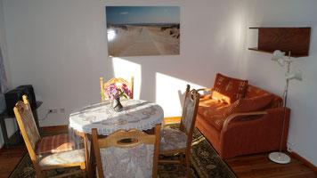 Esszimmer und Sofa