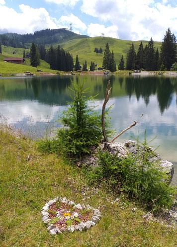 Herzplatz auf der Alm beim Herzerl See