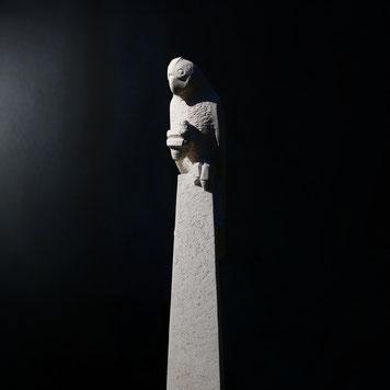 Andreas Lindegger/ Zeitlos Mannenbach/ Steinbildhauer/ Kakadu in Stein/ Vogel Skulptur/ Bildhauerarbeit/ Stein Figuren/ Thurgau Kunst/