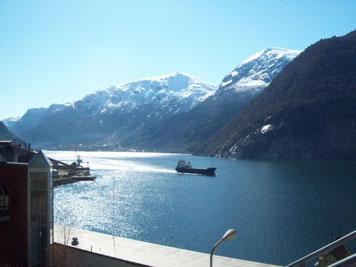 Blick ueber den Sørfjorden auf den Folgefonna