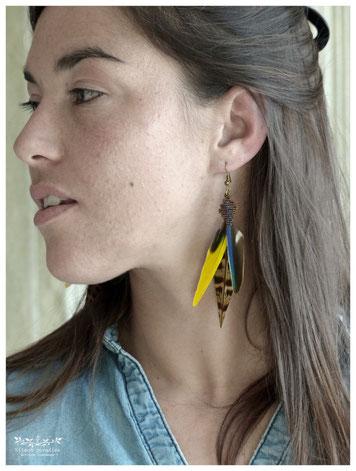 Boucles d'oreille plume perruche faisan macramé