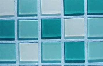 Hellblauer Mosaikfugenmoertel für Wand- und Bodenmosaikfliesen für Innen- und Außenbereich geeignet