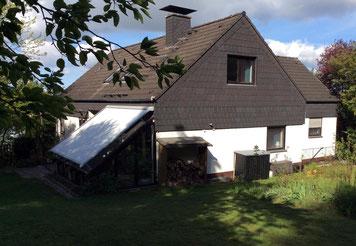 Das Haus hat einen großen Garten